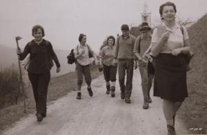 Na poti mimo cerkve na Libergi, 1970. (foto: Peter Rojc)