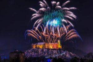 novoletni-ognjemet-na-ljubljanskem-gradu-foto-luka-esenko